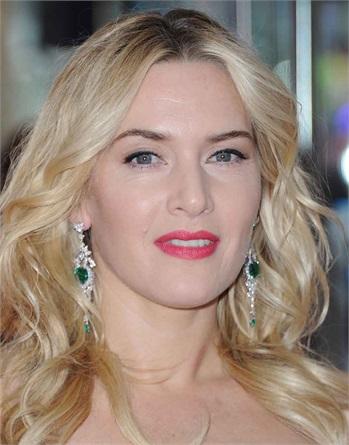 """Kate Winslet: Al Daily Telegraph ha dichiarato: """"Non ricorrerò mai alla chirurgia plastica, è contro la mia morale, la mia educazione"""". Inoltre Kate è contraria anche ai ritocchi fotografici al computer, tanto che nel 2003 si infuriò con la rivista GQ per essere stata smagrita in una foto di copertina."""