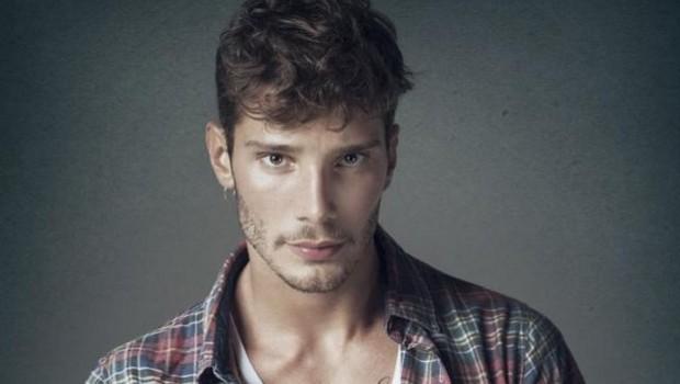 Stefano De Martino orecchie