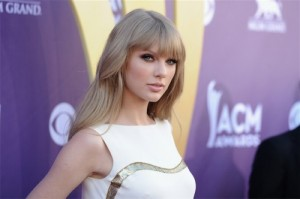 Taylor-Swift-mastoplstica-additiva